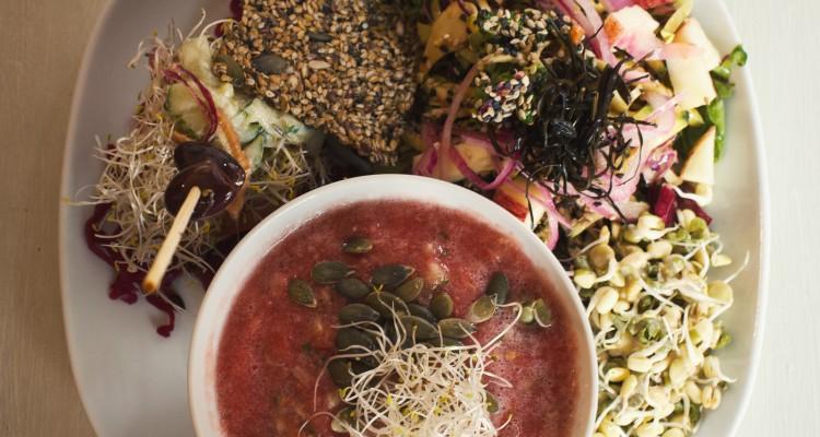 Des aliments peu ou pas cuits, c'est la nouvelle tendance culinaire qui séduit les gourmets !