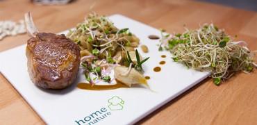 Côtes d'agneau rôties au thym, flageolets aux graines germées et ail confit