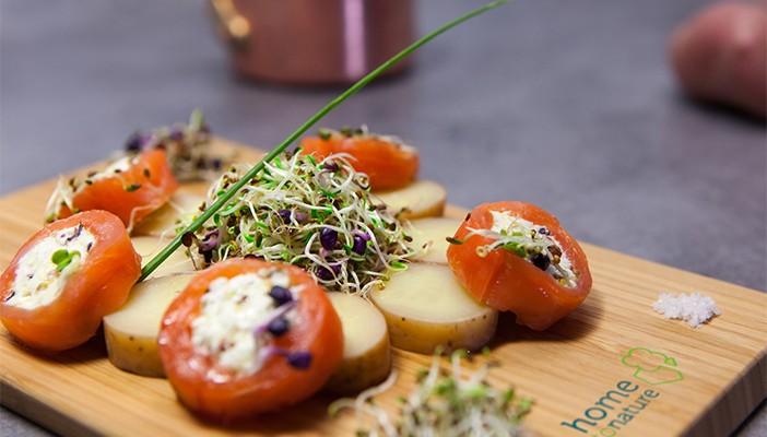 Salade de pommes de terre Roseval, rouleaux de saumon aux graines germées
